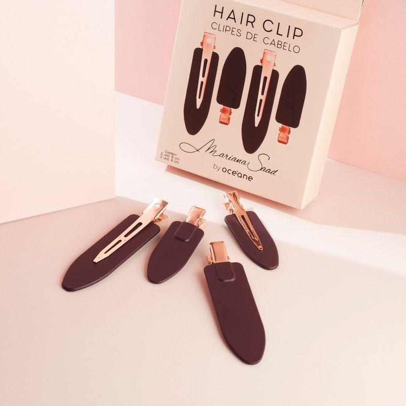 clipes de cabelo marsala mariana saad by ocenae 4 unidades frente, com embalagem ao fundo