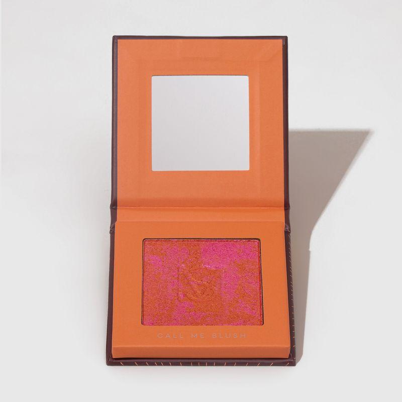 Blush em pó compacto blush me call me mariana saad by océane na cor laranja, embalagem aberta frente