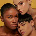 Modelos usando Paleta de Sombras 24.1 Cores 24.1 Eyeshadow Pallete