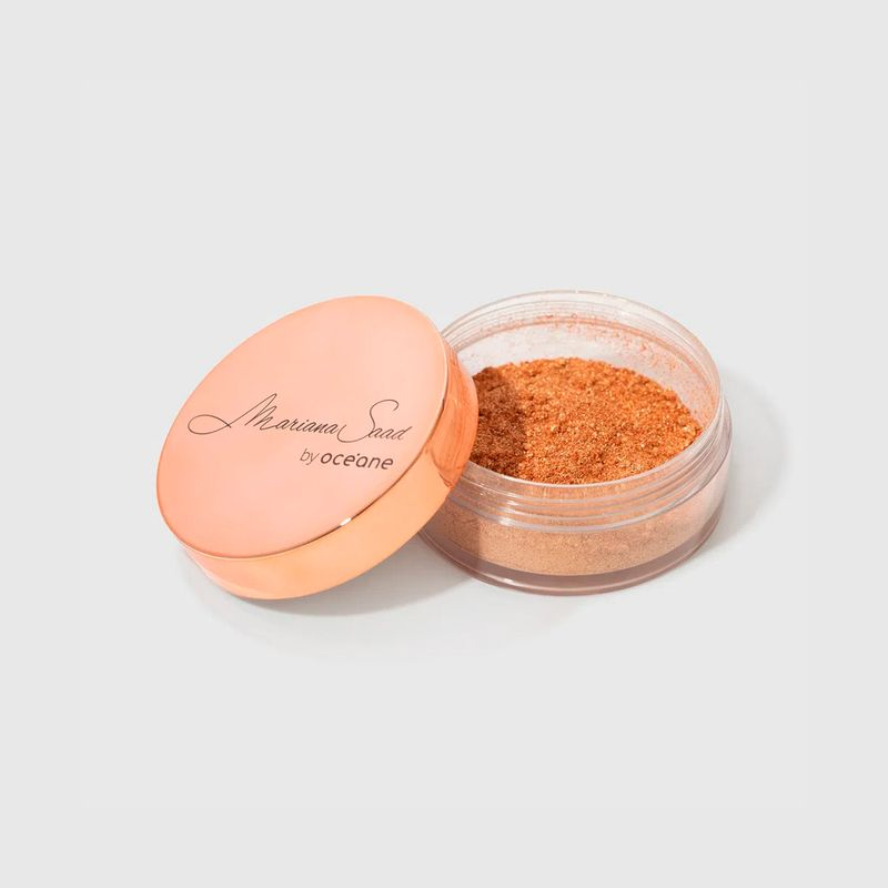 Iluminador Facial Dourado Mariana Saad  Skin Shine Gold aberto com tampa do lado esquerdo frente