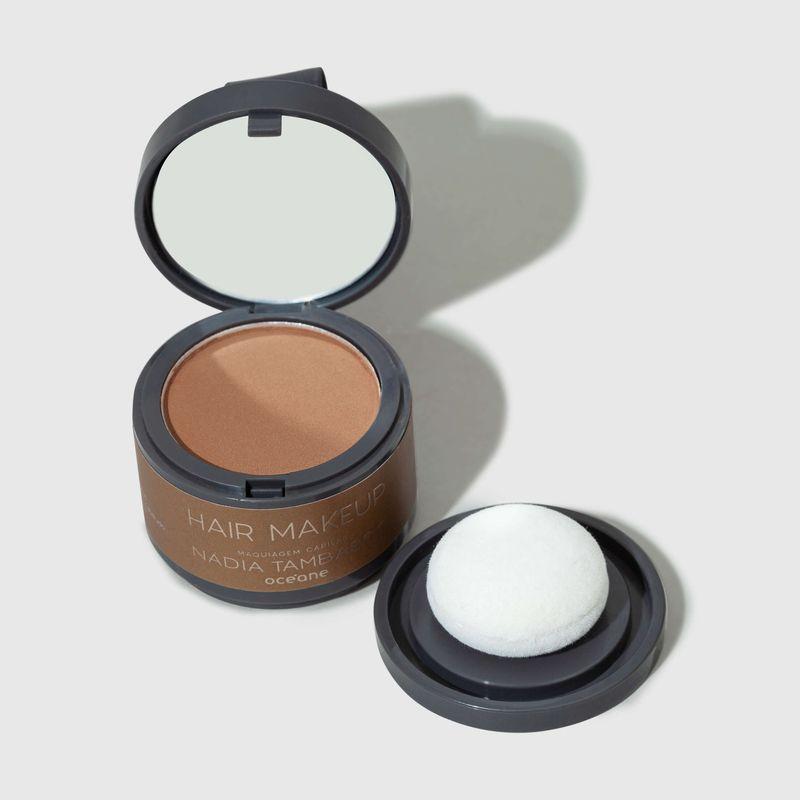 Maquiagem Capilar Castanho claro Hair Makeup Nádia Tambasco 4g tampa aberta frente e esponja ao lado direito