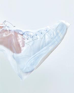 Banner Viagem capa para sapato Océane, a foto mostra uma capa para sapatos transparente shoe cover.
