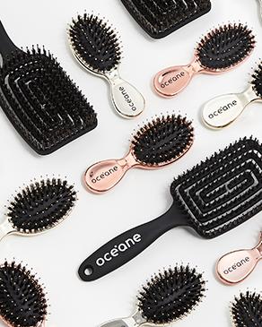 Banner Cabelos kits Océane, a foto mostra uma mini escova de cabelo mista my mini rose brush, uma mini escova de cabelo mista my mini gold brush e uma escova de cabelo ventilada preta vent brush.